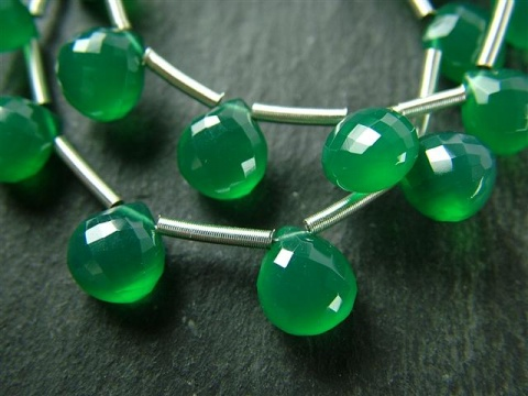 AA+ Green Onyx Micro-Faceted Heart Briolettes 7.5-8.5mm